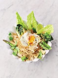 Veggie Pad Thai – Watch out, Ottolenghi. Jamie Oliver is back with a vegetarian … Veggie Pad Thai, Vegetarian Pad Thai, Vegetarian Roast, Tasty Vegetarian Recipes, Healthy Recipes, Vegetarian Cookbook, Vegan Soups, Healthy Breakfasts, Healthy Snacks