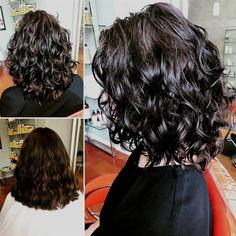 Beliebte Kurzhaarfrisuren 2018 – 2019 , Popular Short Curly Hairstyles 2018 – 2019 , Hair / Haare Source by contandodestino Curly Hair Styles, Thick Curly Hair, Haircuts For Curly Hair, Medium Hair Styles, Bob Haircuts, Medium Length Curly Hairstyles, Short Styles, Wavy Curls, Layers For Curly Hair