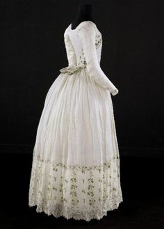 Embroidered Muslin Caraco and Petticoat, ca. 1790-1800  via Palais Galliera  source: Ephemeral Elegance