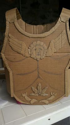 como hacer una armadura de carton - Buscar con Google Soldier Costume, Costume Armour, Roman Hairstyles, Fun Crafts, Crafts For Kids, Greek Soldier, Roman Clothes, Tactical Cargo Pants, Cosplay Events