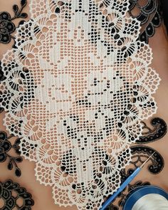Filet Crochet, Art Au Crochet, Crochet Cap, Crochet Round, Crochet Blouse, Crochet Table Topper, Crochet Table Runner, Crochet Tablecloth, Crochet Flower Patterns