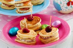 Whether you prefer your pikelets savoury or sweet, this recipe has the solution for you. Try the creamy savoury version with smoked salmon and dill or treat your sweet tooth with the luscious raspberry and mascarpone version Bite Size Food, Lemon Salmon, Peach Jam, Individual Desserts, Crumpets, Mini Foods, Cake Flour, Strawberries And Cream, Smoked Salmon