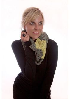 Lime Jelly Cowl Free Knitting Pattern. Easy cowl knitting pattern with a feather and fan stitch knit in two contrasting colors.