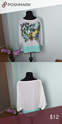 Gorgeous Floral Print Flowy Blouse In excellent condition! Super cute and looks great with jeans! Tops Blouses