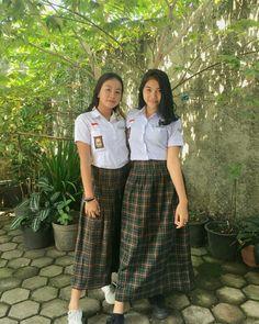 Indonesian Girls, Masks Art, Beautiful Asian Girls, Back To School, Pride, Poses, Sexy, Pretty, Skirts