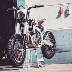 LOON BS 501 👌 Tracker Motorcycle, Scrambler Motorcycle, Motorcycle Design, Bike Design, Bobber, Motor Scrambler, Dominator Scrambler, Cb750, Concept Motorcycles