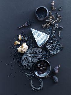 Black pasta, Garlic, Cheese, Black Olives, Nori - property of Fiocca Studio
