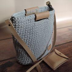 Diy Crochet Bag, Knit Crochet, Crochet Bikini Pattern, Crochet Patterns, Tote Bags Handmade, Finger Knitting, Macrame Bag, Best Bags, Crochet Slippers