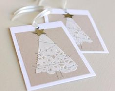beautiful christmas cards using paper doilies Beautiful Christmas Cards, Diy Christmas Cards, Noel Christmas, Homemade Christmas, Holiday Cards, Simple Christmas, White Christmas, Theme Noel, Homemade Cards