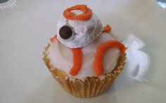 The easiest BB-8 build on the internet! These droid cupcakes are a fun and super simple dessert to whip up for your next Star Wars-themed party.