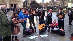 Paris' te sokak sanatçılarından muhteşem performans!!!