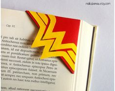 Wonder woman corner bookmark by maliksbureau on Etsy - Handcrafted Ideen Origami Bookmark Corner, Felt Bookmark, Corner Bookmarks, Bookmark Ideas, Creative Bookmarks, Paper Bookmarks, Bookmarks Kids, Handmade Bookmarks, Paper Crafts Origami