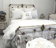 Paint my bed to look something like this...