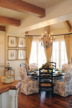 60 Lasting French Country Dining Room Decor Ideas February Leave a Comment French country style is charming, elegant and rather budget-savvy because you can use flea market finds here. French Country Dining Room, Modern French Country, French Country Kitchens, French Country Bedrooms, French Country Cottage, Country Farmhouse Decor, Country Bathrooms, French Kitchen, Country Living