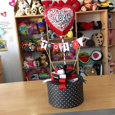 Alcohol Gift Baskets, Alcohol Gifts, Balloon Box, Balloon Gift, Valentine Crafts, Valentine Day Gifts, Flower Pot Crafts, Diy Gift Box, Chocolate Bouquet