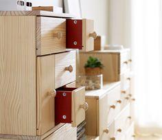 IKEA PS 2012 commode avec détails rouges