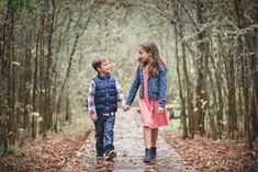 Sibling Photography Poses, Teen Photography, Sibling Poses, Winter Photography, Amazing Photography, Siblings, Brother Sister Photography, Sister Poses, Sibling Beach Pictures