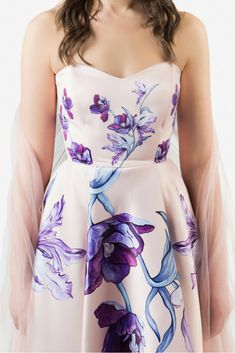 SINESTEZIC.COM | Reveal yourself, strong and graceful, in a cocktail dress with a fine touch, delicate and sensual. It is printed with watercolor tulips painted by Sinestezic. | Sleeveless midi cocktail dress | Watercolor printed midi cocktail dress | Tulips printed midi cocktail dress #Sinestezic #eveningdresses #printeddresses #elegantdresses Tulip Painting, Pastel Background, Tulip Dress, Midi Cocktail Dress, Red Carpet Dresses, Watercolor Print, Elegant Dresses, Tulips, Evening Dresses