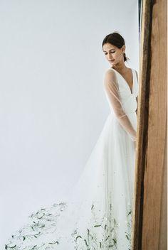 0ec013d166d39 #FallBridal18 #CarolinaHerrera #CarolinaHerreraBride Elegant Wedding Gowns, Wedding  Dresses, Carolina Herrera Bridal