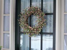 Boxwood & Berry Wreath  H190721
