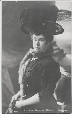 thefirstwaltz:    Princess Gisela of Bavaria, nee Archduchess of Austria, 1908.     Holy hat!