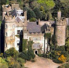 Malahide Castle em Malahide #dublin #ireland #irlanda #irland #paisagem #castelo #castle #viagem #turismo #turist