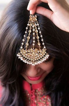 It goes on the side though Indian Accessories, Bridal Accessories, Jewelry Accessories, Headpiece Jewelry, Bridal Jewelry, Gold Jewelry, Jewlery, Stylish Jewelry, Fashion Jewelry