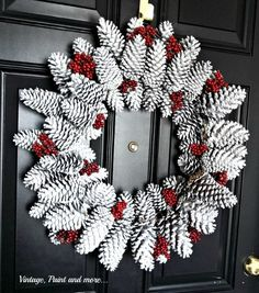 DIY door wreath made from pine cones. Beautiful decoration ideas with pine cones. – DIY craft ideas (Diy Wreath) The post Door wreath made of pine cones easy to make most beautiful deco ideas with pine cones. appeared first on Woman Casual. Holiday Wreaths, Christmas Decorations, Winter Wreaths, Holiday Decorating, Pine Cone Decorations, Spring Wreaths, Christmas Parties, Summer Wreath, Decorating Ideas