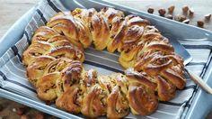 kanelkrans med remonce (recipe in Danish) Bread Recipes, Cake Recipes, Dessert Recipes, Desserts, Danish Food, Eat Smart, Keto Bread, Sausage, Sweet Tooth