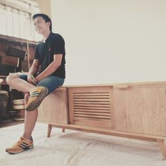 Don't see the Model.. See the Dressoire Only. hahahaaaa  Made by Reycled Teak Wood.  Natural Color. #DIY #livingroom #freeplans #furniture #recycledwood #reclaimed