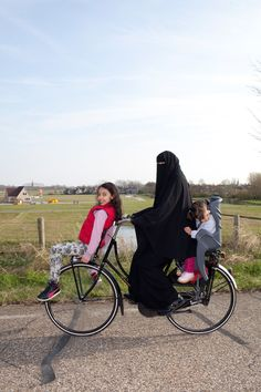 Bike Riding Fun with Ummi.always wondered how can I bicycle while garbed in abaya.i think that's an inspiration