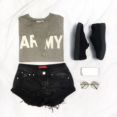 Graphic tees are LIFE #OOTD