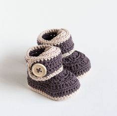 Crochet Baby Booties Pattern - Warm Toes - Instant Download by CrobyPatterns on Etsy https://www.etsy.com/listing/228833513/crochet-baby-booties-pattern-warm-toes