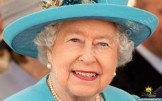 Queen Elizabeth II embarks on a boat for a trip across Valletta Harbour departing from Kalkara and arriving at Customs Wharf on November 2015 in Kalkara, Malta. She is wearing Queen Mary's Turquoise and Diamond brooch God Save The Queen, Hm The Queen, Royal Queen, Her Majesty The Queen, Commonwealth, Windsor, Queen 90th Birthday, Die Queen, Queen Hat