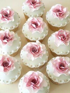 Image about cute in Bridal 💍 by T͙h͙a͙n͙n͙a͙m͙ - Cupcake Pretty Cupcakes, Beautiful Cupcakes, Wedding Cakes With Cupcakes, Fondant Cupcakes, Birthday Cupcakes, Cupcake Cookies, Bridal Shower Cupcakes, Pink Cupcakes, Cupcakes Bonitos