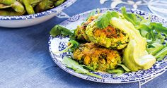 Nej, det här är ingen klassisk falafel, det är en supergrön sojaboostad falafel som du kommer att älska. Få fler sojabönsrecept i senaste numret av VEGO.