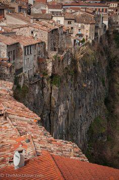 Castellfollit de La Roca, Girona, Catalunya... That's what you call livin' on the edge.