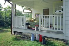 Decoration Ideas For Decorating Small Cottage Porches: Shocking Minimalist Porch Schemeating Ideas For Porch Farmhouse Decor Ideas Also Shocking Ceiling Fan Country Small Porches, Decks And Porches, Wood Railing, Railings, White Porch, Traditional Porch, Cottage Porch, Diy Pergola, Wooden Pergola