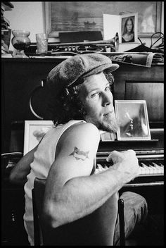 Pamelia Whatever - bonewhitemare: Tom Waits Photo by  Scott Smith