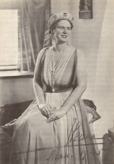 Queen Marie of Romania gave the sapphire kokoshnic to er daughter, Princess Ileana, when she wed Archduke Anton of Austria, on 26 July In the aftermath of Ileana moved to America, seen here in wearing her sapphire tiara Royal Crowns, Royal Jewels, Tiaras And Crowns, Crown Jewels, Alexandra Feodorovna, Princess Victoria, Queen Victoria, Catalina La Grande, Cartier