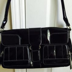 Maxximum shoulder bag Black patent leather. In good, used condition 12.5L x 6.5H x 3.5W Maxximum Bags Shoulder Bags