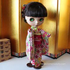 ニューモデルネオブライスドール用の着物と帯を和布を使って仕立てました桃色地の桜模様の着物とピンクの帯KNB005 by KimonoDollyDecoarte