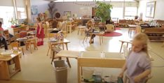 Un día en un aula Montessori. El enlace nos lleva a un video en el que podemos observar cómo trabajan en Centro Educativo Leo Kanner el método Montessori ¿Puedes notar la independencia y naturalidad con que trabajan los niños? Leo, Centre, Lion