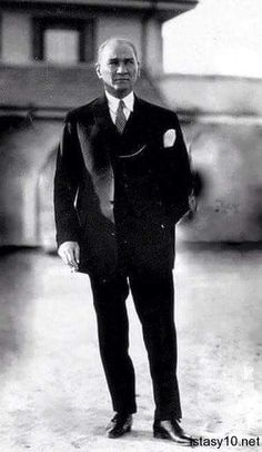 Mustafa Kemal Atatürk The start of Republic of Turkey 1923 Istanbul, Turkish Army, The Legend Of Heroes, Holiday Pictures, Great Leaders, Historical Pictures, The Republic, Revolutionaries, Portrait