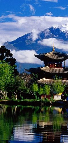 The Black Dragon Pool at Jade Spring Park in Lijiang, Yunnan, China • photo: Richard I'Anson on One Slide Photography