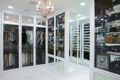It is the dream of many homeowners: a real 'walk-in wardrobe design'. But whether you want to make a walk-in closet or store your wardrobe in. Le Closet, Closet Vanity, Dressing Room Closet, Walk In Closet, Dressing Rooms, Closet Space, Closet Doors, Front Closet, White Closet