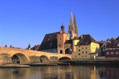 Regensburg Stadtansicht mit Steinerner Brücke und Dom Sankt Peter