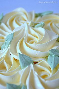 Krem do tynkowania Milky Way z mlekiem w proszku - Dinner Recipe Polish Desserts, Polish Recipes, Muffin Recipes, Cake Recipes, First Communion Cakes, Buttercream Flowers, Cream Frosting, Sweet Cakes, No Bake Cake