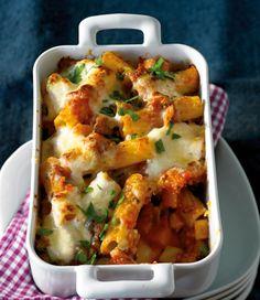 Wurzelgemüse, Tomaten und Pasta passen toll zusammen. Mit Schmand und Käse abgerundet eine tolle Winterpasta.