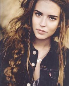 Clara Alonso's hippie hair. I wish my hair would let me do this to it.  | followpics.co